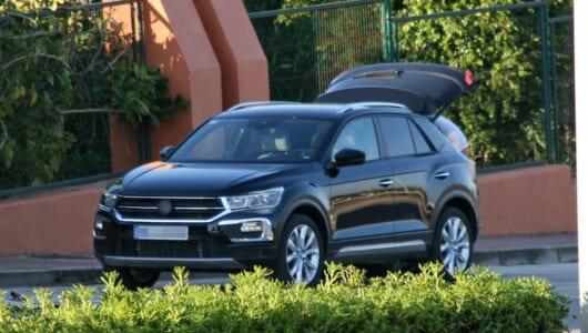 VW「ポロ」がベースのアウディ「Q2」の兄弟車! フォルクスワーゲン「Tロック」を捕捉