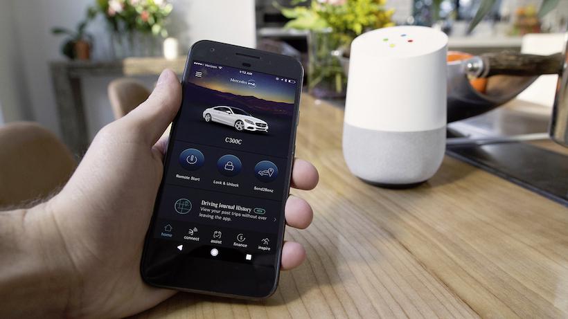 Mercedes-Benz macht das Leben der Kunden angenehmer – mit Google Home und Amazon Alexa ;Kraftstoffverbrauch kombiniert:  6,3 l/100 km; CO2-Emissionen kombiniert: 143 g/km Mercedes-Benz Makes Customers' Lives Easier with Google Home and Amazon Alexa; Fuel consumption combined: 6.3 l/100 km; CO2 emissions, combined: 143 g/km