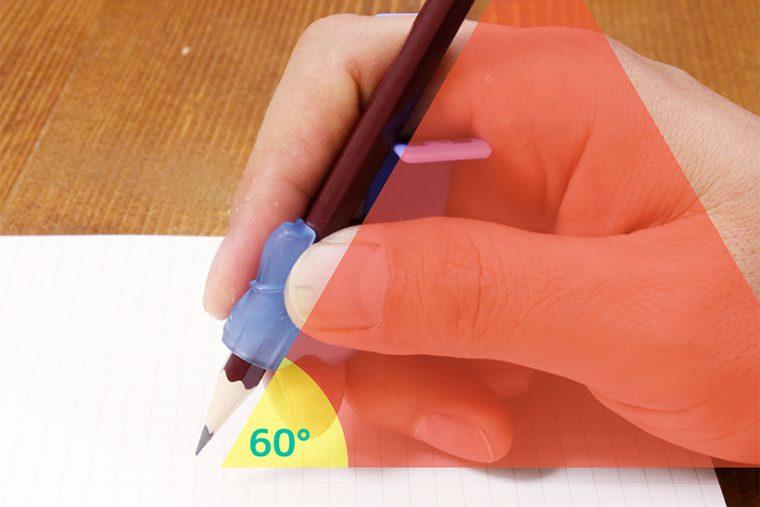 ↑ユビックスの背に鉛筆を乗せると、ちょうど良い角度に