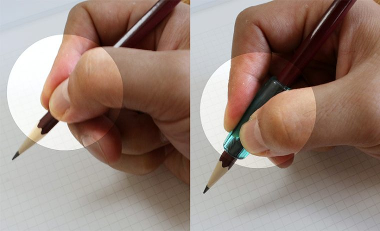 ↑左がグリップなし、右がグリップあり。前者は親指が覆い被さるようになっている