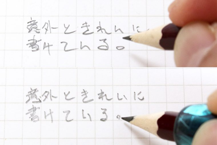 ↑グリップなし(上)とあり(下)で文字を比較。低レベルではあるが、あきらかにマシな字にはなっている