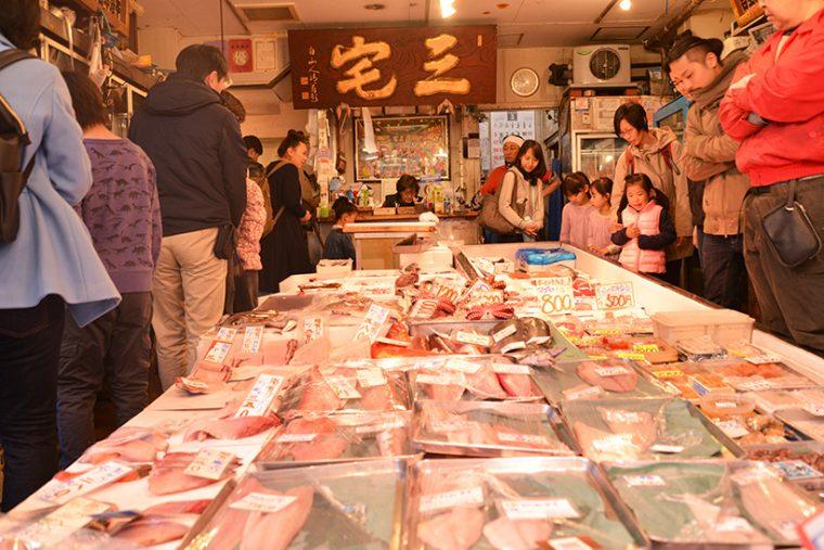 ↑「三宅水産」。70年の歴史を誇る老舗の鮮魚店です