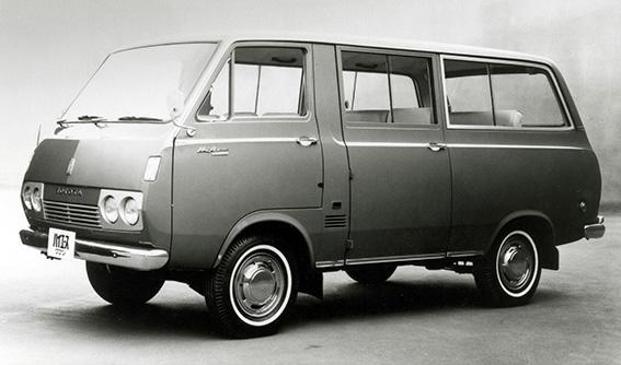 ↑すでに販売されていた「トヨエース」の小型版として登場。名称は「トヨエース」に由来し、英語で「高級な」「より優れた」という意味の「High」と「Ace」の合成語だった