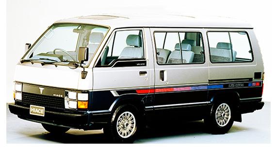 ↑3代目「ハイエース」。高級RVとして使われるようになったワゴンでは、最上級グレードにはサン&ムーンルーフも設定された