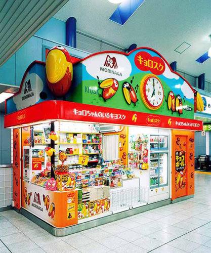 ↑森永製菓があるJR田町駅に展開された「キョロスク」。2003年から3年間限定で営業していた