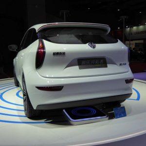 ↑バッテリーメーカーでもあるダイナボルトは、EVのワイヤレス給電技術の展示も行った
