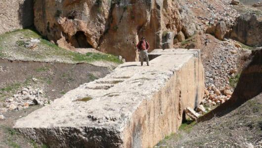 【ムー世界の神秘】重さはなんと2000トン! 現代の技術でも運べない「バールベックの巨石」は誰が作ったか