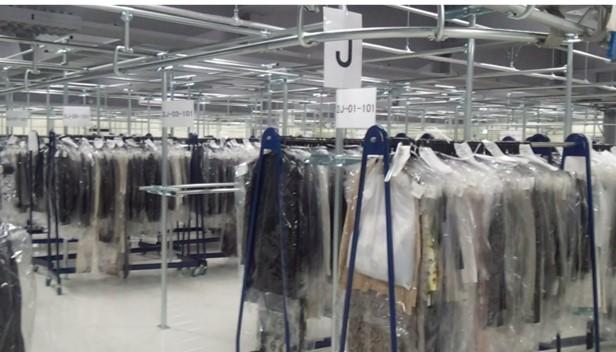 アパレルメーカーも利用する衣類専用保管ルームにて最長9ヵ月お預かり