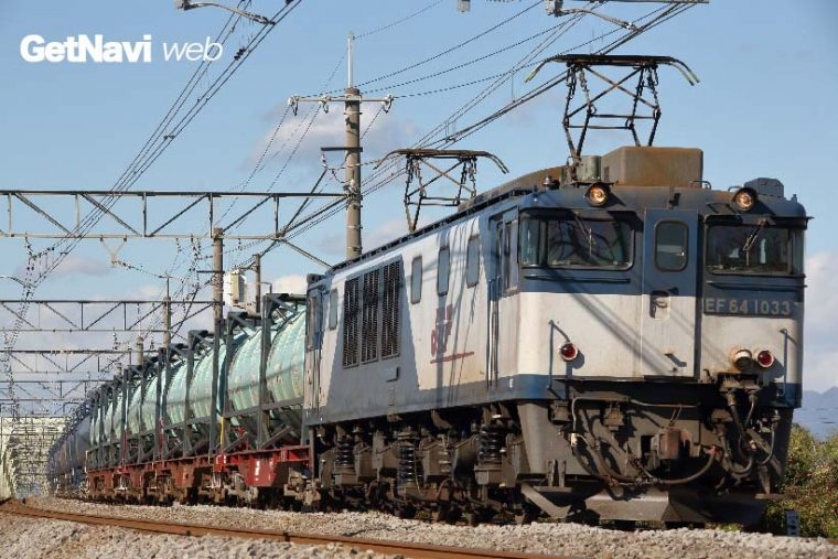 ↑上の写真よりも手前に来た列車を、画角を広げ撮った写真。右の余白が消えバランスが取れた構図にすることができた