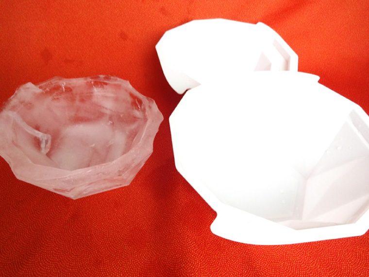↑製氷皿から取り出すのに手間取り、少しふちが欠けましたが、全体的な厚みは十分でした