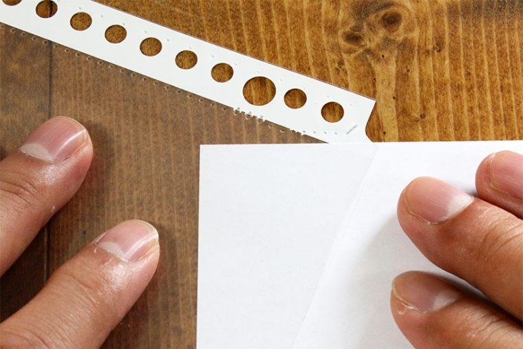 ↑斜めに紙をさし込んでそのままスルッと