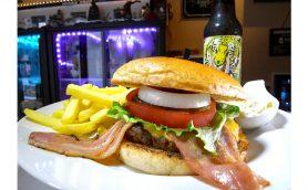 """評論家が認める""""すんごいウマイ""""ハンバーガーとは? 「和」の町・根津のアメリカン「HEDGE8」の魅力"""
