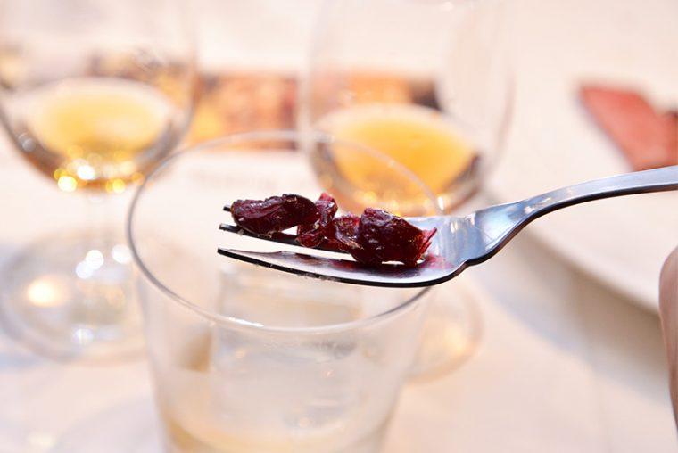 ↑ドライクランベリー。しっかりした酸味と熟成感のあるほのかな甘味が、「ウッドフォードリザーブ」のフルーティな香味と見事に調和