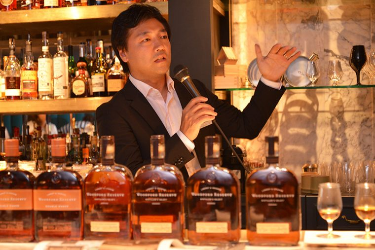 ↑レクチャーしてくれたのはこの方。「ウッドフォードリザーブ」の製造元である、ブラウン・フォーマン ビバレッジス ジャパンのブランドマネージャー・奥村龍太郎さん
