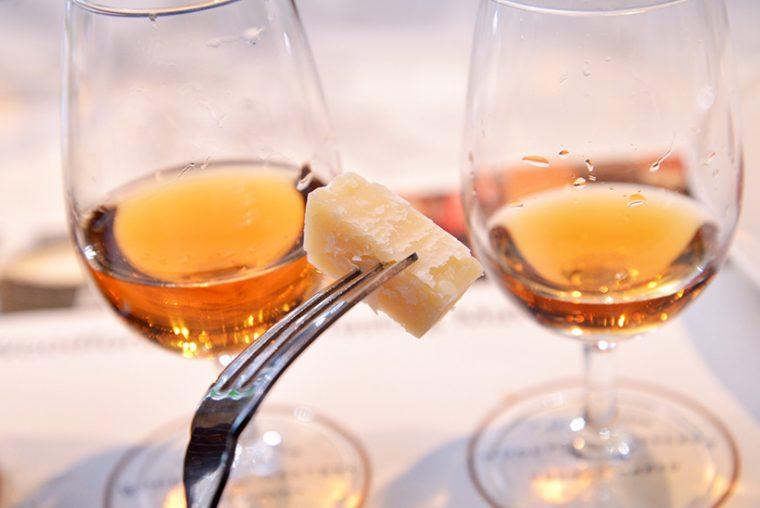 ↑パルミジャーノ・レッジャーノ。チーズが持つ濃厚な塩味と旨味は、「ウッドフォードリザーブ」の味特製とぶつかり合うことなくおいしい一体感が生まれます