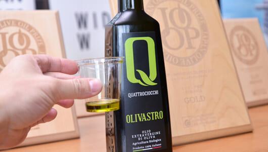 上質なオリーブオイルは「飲んでも」おいしい! 世界の傑作が並ぶ国際大会に潜入してきた