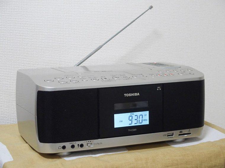 ↑背部にはFMラジオ用の伸縮式ホイップアンテナを装備