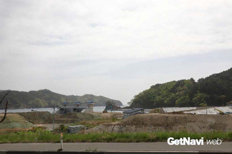↑唐丹駅前の現状、国道45号の海側では元住宅地のかさ上げ工事が始まっていた