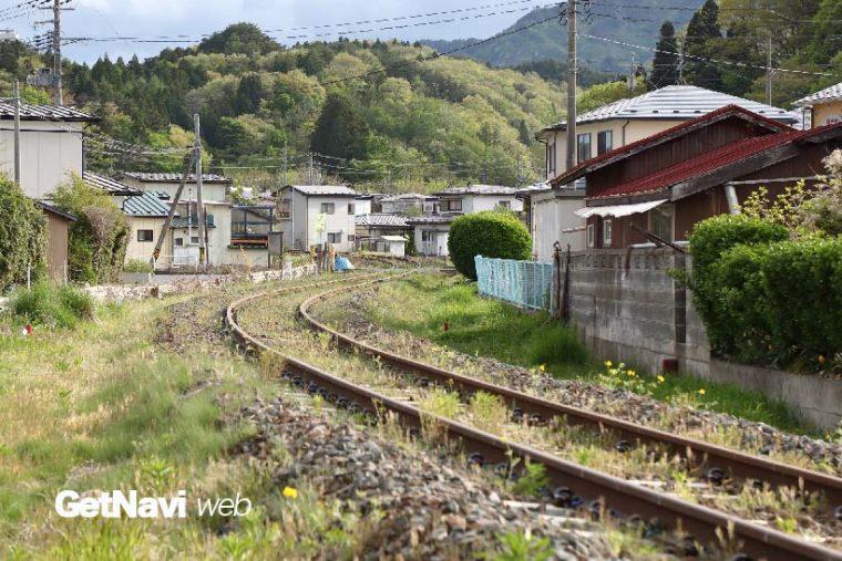 ↑山田線跡を山側に一歩入ると、各所でレールが震災前の姿のまま残されている