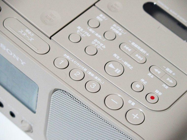↑お気に入りの周波数(放送局)を見つけたら、1~3番のプリセットに登録することで以後はラジカセ本体からワンボタンで呼び出せるように設定可能