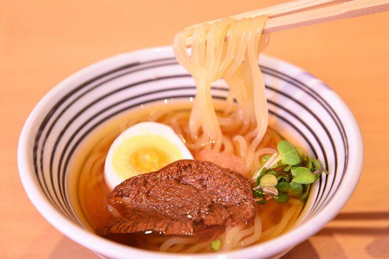 ↑冷麺/1200円(写真はコース用のサイズで、本来はもっとボリューミーです)
