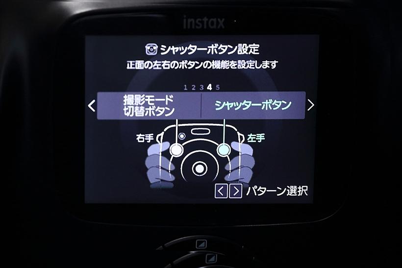 ↑前面にある2つのシャッターボタンは、設定で機能を切り替えられる。シャッターボタンの逆のボタンは、撮影モードボタンとなる
