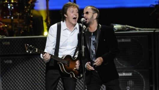 ポールとリンゴが一本のマイクでビートルズの名曲を歌う! D・リンチ主催コンサート BD&DVD 5・31発売