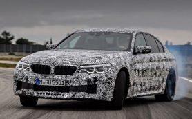 ついに4WDへ! BMW新型「M5」の公式ティザー画像が公開