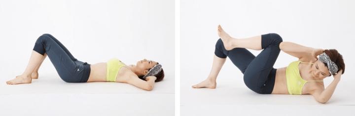 対角線上に肘と膝を寄せ、ウエスト周りを強力にしぼる「カールアップクロス」。まず床に仰向けになり、脚は腰幅に開いて両膝を立て、腕は肘を外側に向けて広げ手を耳の後ろに。左足を床から離し膝を曲げたまま脚を上げ、同時に上体を左にねじりながら起こして、右肘を左肘の外側につけます。これを左右交互に10回、2セット行いましょう。