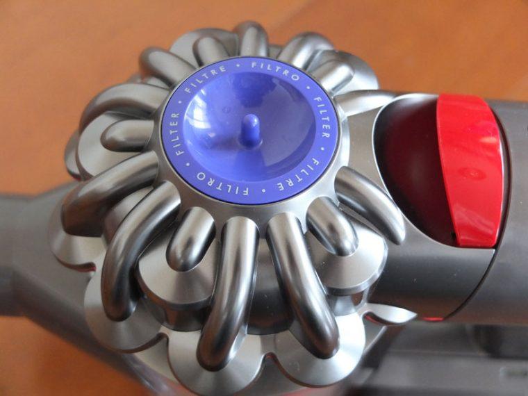 ↑「2 Tier Radialサイクロン」。2層15気筒の小サイクロン内で強い遠心力を生み出し、微小なゴミを空気から分離・集じんします
