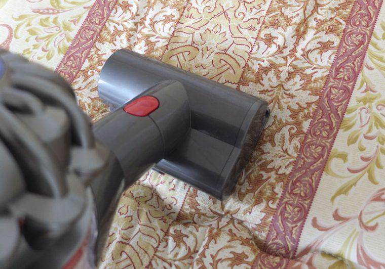 ↑ミニモーターヘッドはソファやマットレス、クルマの中などの掃除に最適