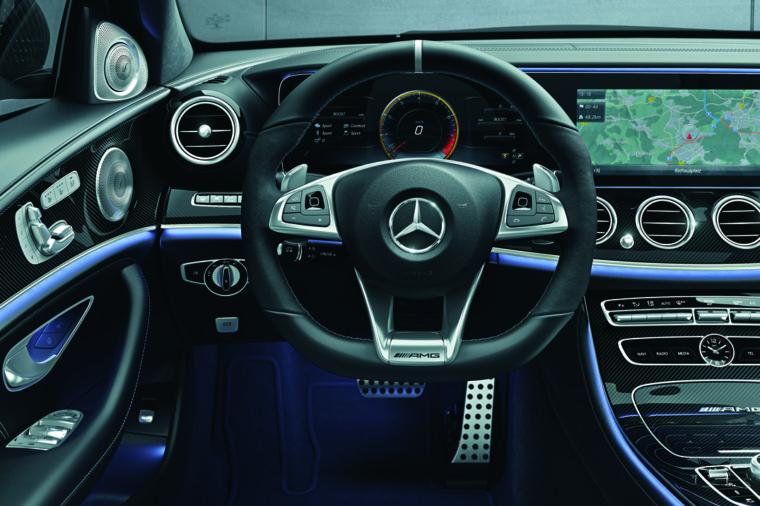 213089 Mercedes-AMG E 63 S 4MATIC+ 17.10.2016 1 W213 2015 New Model [807] (MB-ECE) MS/SCI [4020103000] AMG/[*1] /设计/内部设计 Mercedes-AMG E 63 S 4MATIC+, AMG Performance Lenkrad in Leder Nappa / Mikrofaser DINAMICA (L6I), Mercedes-AMG Interieur (P86) E-Klasse Limousine, Mercedes-AMG E 63 S 4MATIC+, AMG Zierelemente Carbon (H73), AMG Performance Lenkrad in Leder Nappa / Mikrofaser DINAMICA (L6I), Mercedes-AMG Interieur (P86) </ph_caption