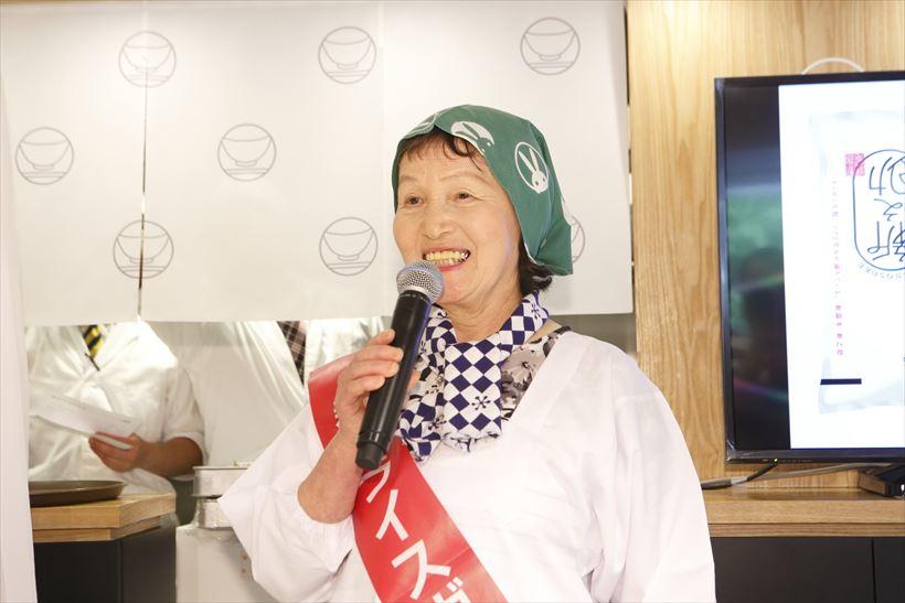 ↑「新潟ライスガールズ」の大坂昌子さん。「Wおどり炊き」で炊いた新之助の感想は「きらめく大粒、自慢の息子」でした