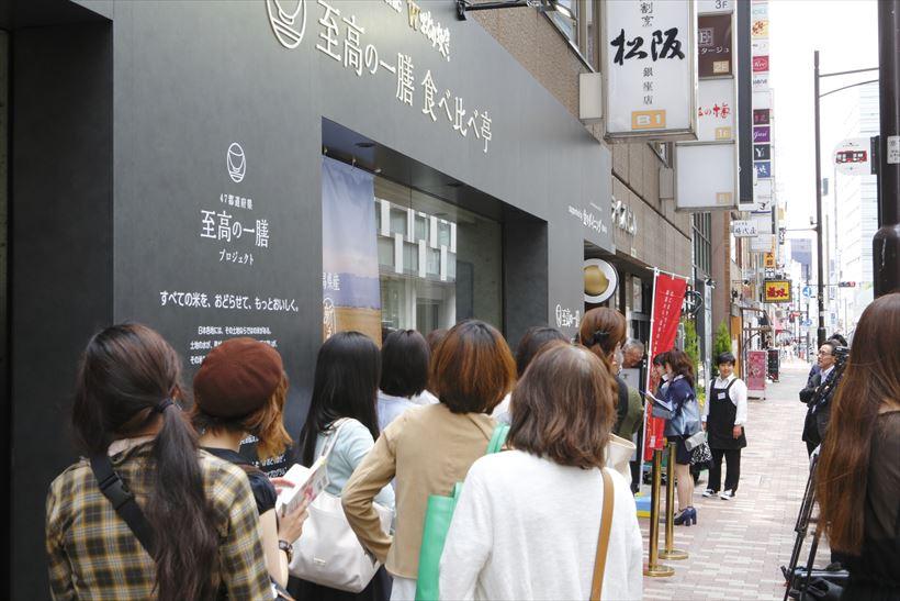 ↑6月6日のオープン時にはお店の前に行列が