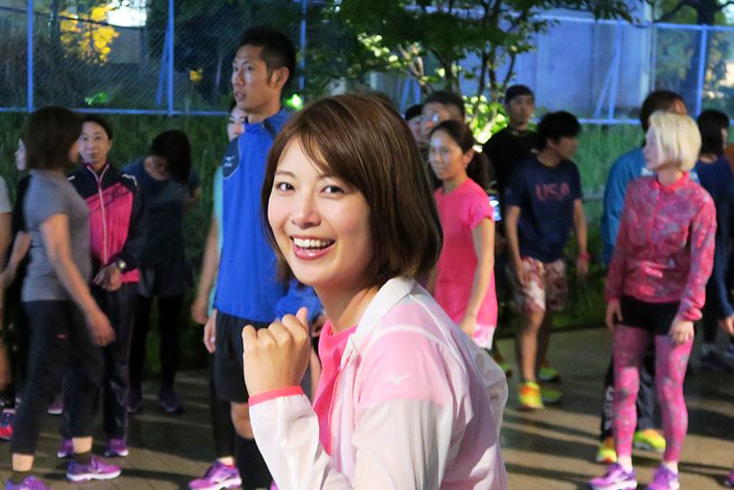 ↑試走会はWAVE SHADOW を履いて近くの公園まで試走、そして公園内で簡単なエクササイズを行うというもの