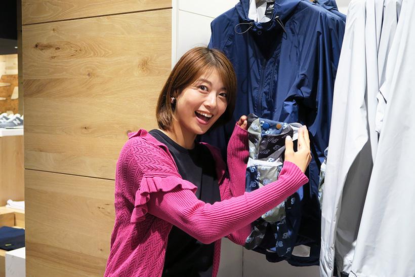 ↑優ちゃんお気に入りの「BEARパッカブルコート」(直営店限定商品)。クマのぬいぐるみ型のパッカブル仕様で、この中にジャケットを折りたためる仕様だ