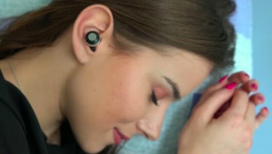 イヤホンから出る音で快眠をサポート! ありそうでなかった「眠りの質が高まるアイテム」3選