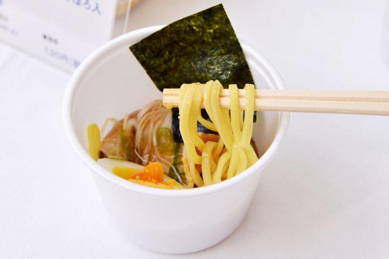 ↑麺はしっかりとした中太麺で、サラっとしたスープによく馴染みます