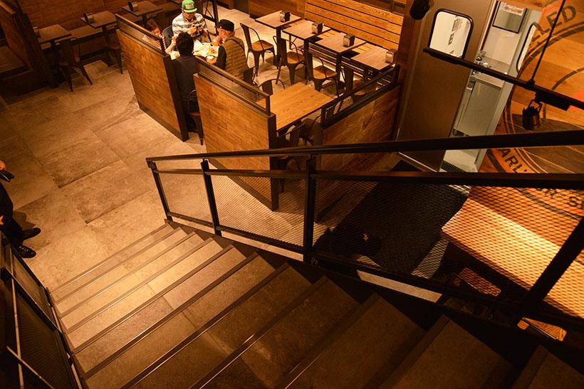 ↑自由が丘レストランは、テラスや地下フロアもあって全120席と超広々。テラスはペットもOKです