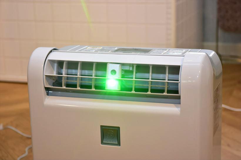 ↑ルーバーの中央部分に「部屋干し3Dムーブアイ」と「光ガイド」を搭載する