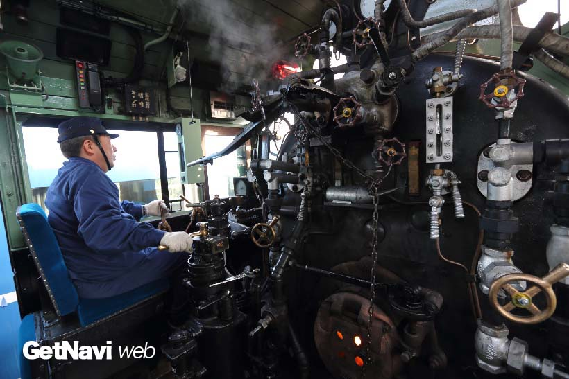 ↑乗務員は大井川鐵道などのSL運行を行う会社に数か月にわたり派遣され、運転技術を学んだ