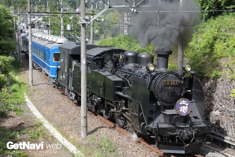 ↑上り試運転列車。鬼怒川橋梁付近の上り坂では煙を出して坂を上る様子を見られた