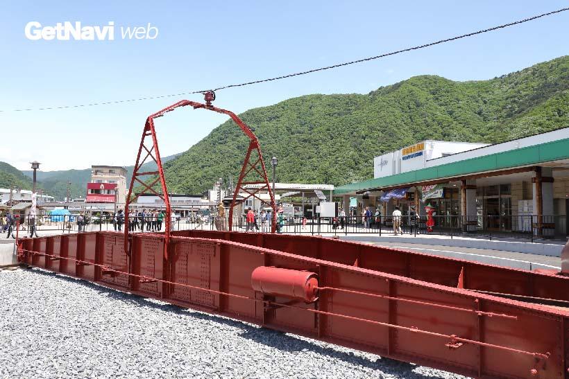 ↑鬼怒川温泉駅の目の前に設置された転車台。鬼怒川温泉の名物になることは間違いないだろう