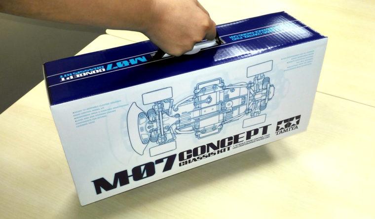 キットの箱には取っ手が付いており、完成後は持ち運び用のキャリングケースとして使用できる。