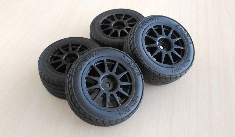 タイヤにはオプションで用意される「Mシャーシ スーパーグリップタイヤ」が支給。