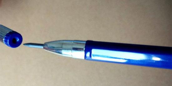 ↑キャップの穴が芯の削り器になっています。尖らせれば細い文字を書くことも可能です