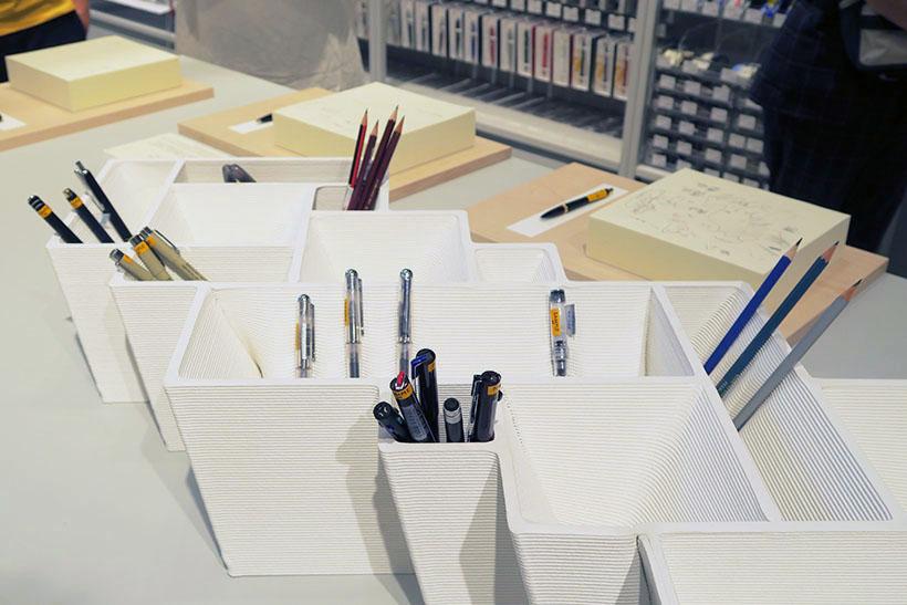 ↑3Dプリンターで製作した筆記具を試し書きできる「TRIAL LAB」コーナーも設置