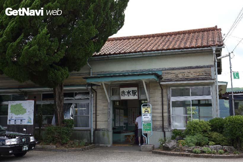 ↑(震災前)豊肥本線赤水駅には、太平洋戦争前に建てられた素朴な駅舎が建っていた