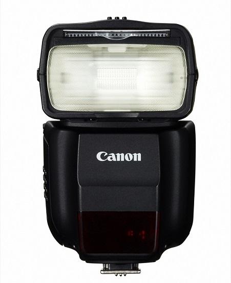 ↑スピードライト430EX III-RT(参考価格/3万1590 円)。コンパクトでガイドナンバー43という大光量な外付けフラッシュ。バウンス撮影や電波通信式のワイヤレス発光機能に対応し、凝ったライティングも可能だ。