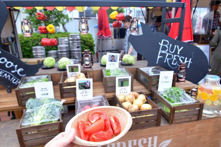 ↑BBQで焼くものもあれば、サラダ感覚で楽しめる生野菜も。トマト、カボチャ、タマネギ、ピーマン、トウモロコシ、ジャガイモ、ニンジン、スイカ、ブドウなど季節によって変わります